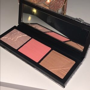mac holiday pretty things face compact